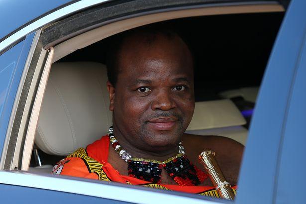 ملك إفريقي يشتري 19 سيارة رولز رويس لأمه وزوجاته – ألبوم صور