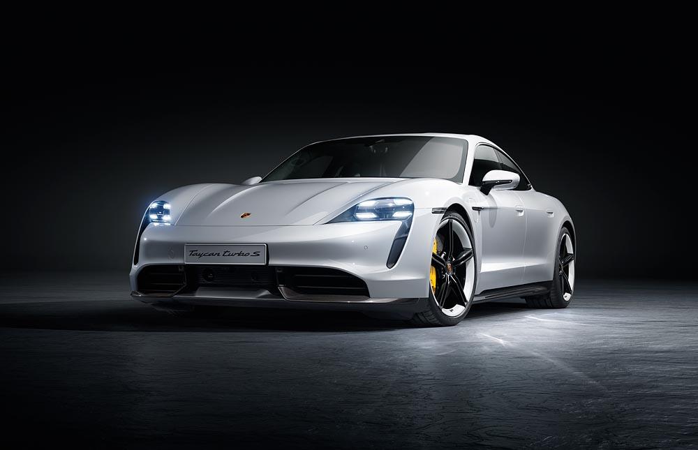 بورش تايكان 2020 أول سيارة كهربائية من الصانع الألماني – صور وفيديو